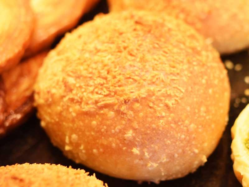チーズのカレー〜パン BOULANGER PATISSIER y'KUNIEDA (ワイクニエダ)は岐阜県大垣市にある 自家製天然酵母パンとケーキのお店です。