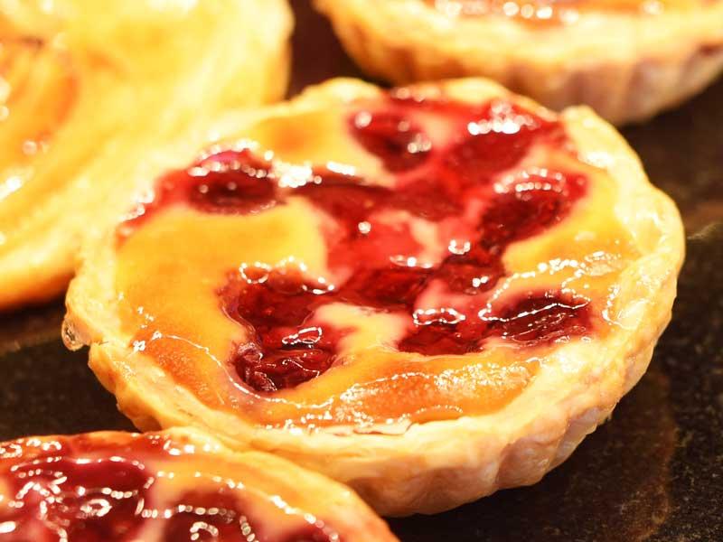 クラフティ・スリーズ BOULANGER PATISSIER y'KUNIEDA (ワイクニエダ)は岐阜県大垣市にある 自家製天然酵母パンとケーキのお店です。